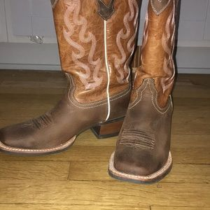 16b7e2db55e Boot barn Ariat cowboy boots size 8. Wore once!